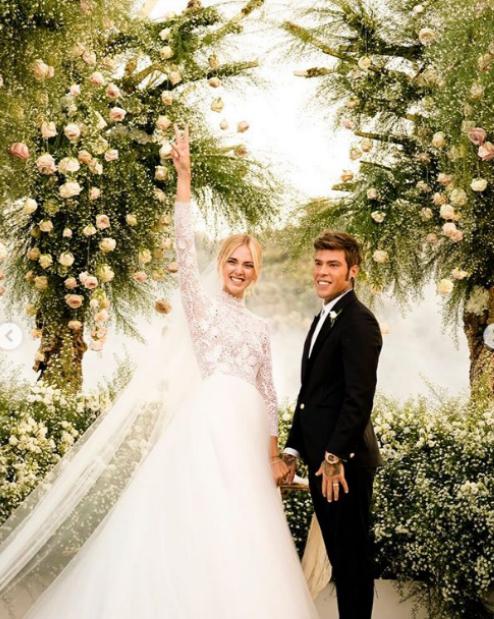 6. Не една, а три рокли смени дизайнерката и моден блогър Киара Ферани на сватбата си. Тя се омъжи за рапъра Федез в началото на септември на приказна церемония в Сицилия. Като се има предвид интереса, който събитието предизвика в социалните мрежи, Киара и Федез с право се сравняват с кралски особи.