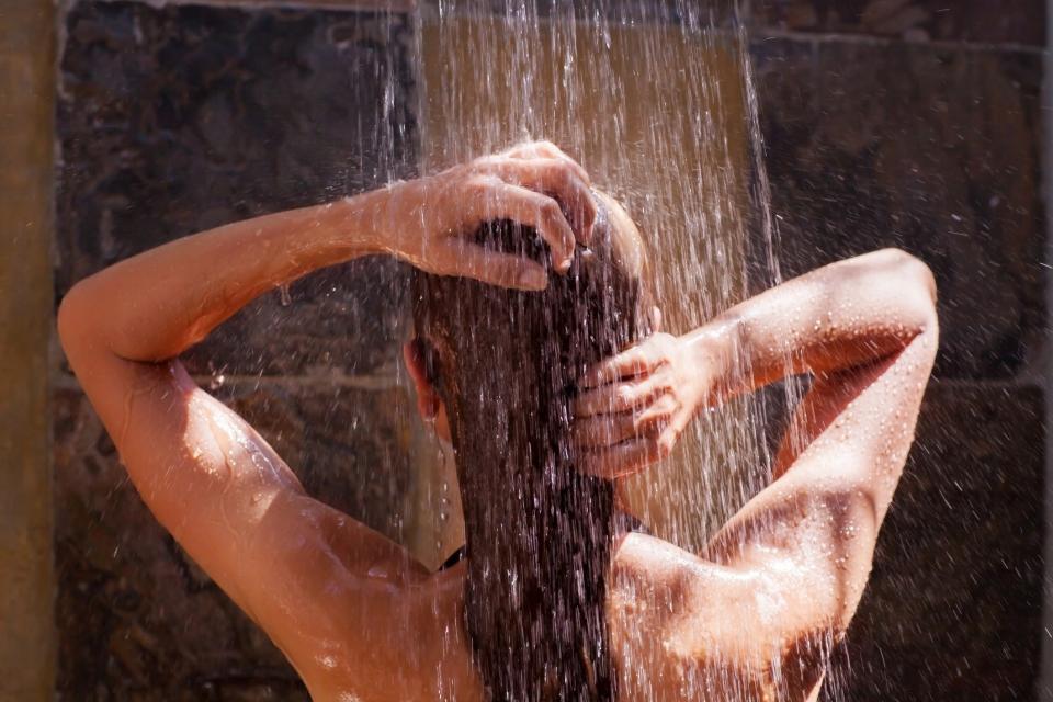 жена душ