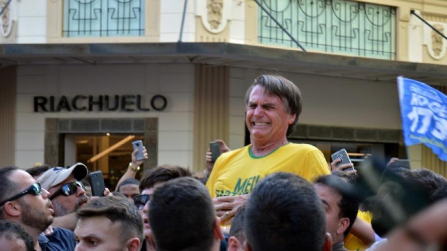 Наръгаха с нож водещия кандидат-президент на Бразилия