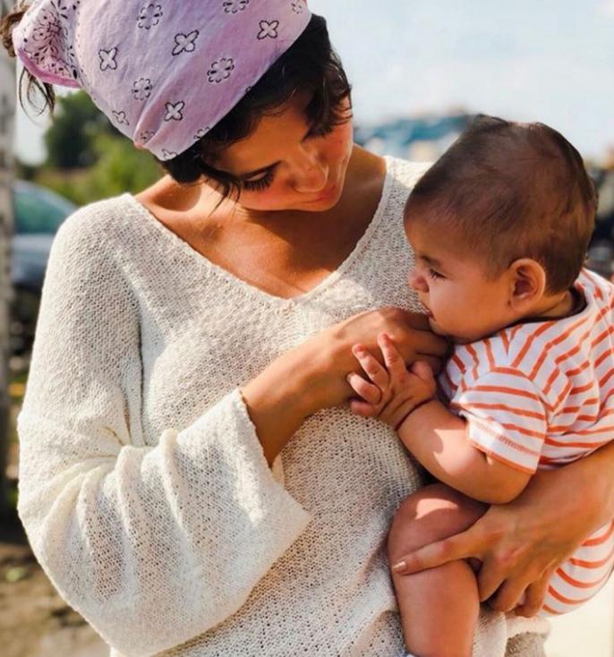 - Селена Гомес на изненадваща визита в България. Тя е била у нас като доброволец в организация, която се бори с трафика на хора и съвременното робство.