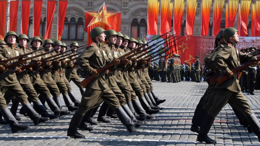 <p>Руски историк: Българите наглеят, ограничете им чартърите</p>