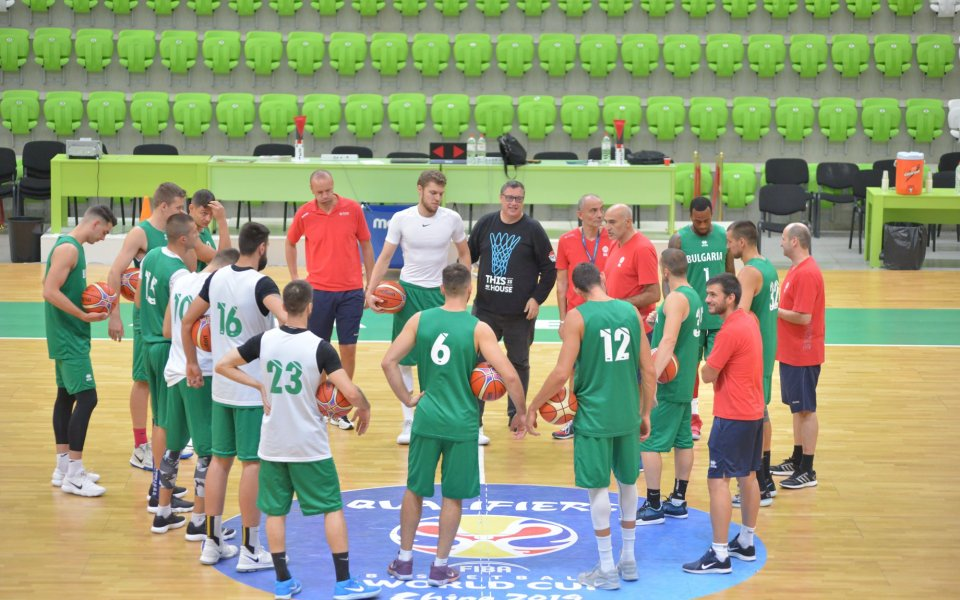 Националният по баскетбол се събра за Франция и Русия
