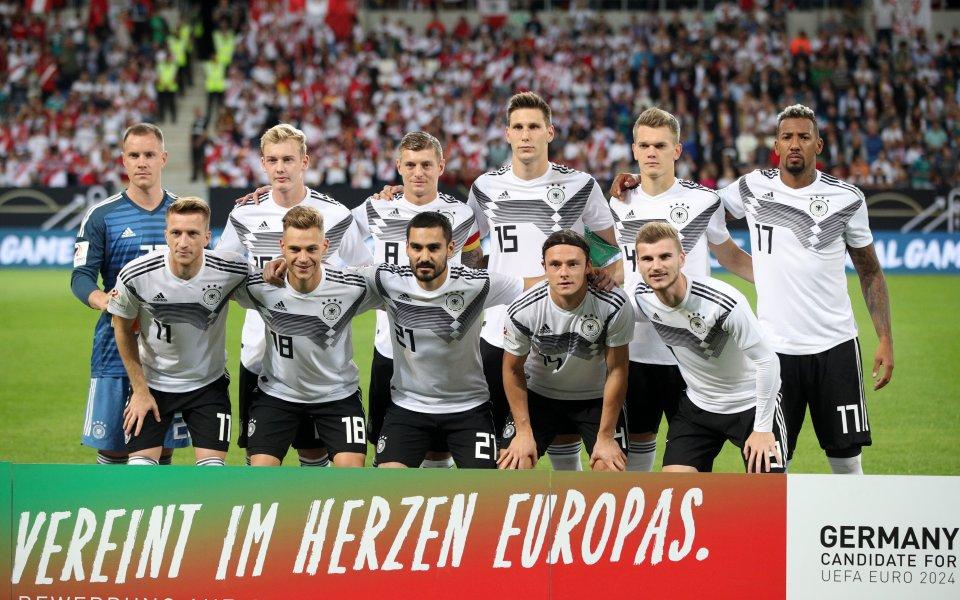 С късен гол Германия пречупи Перу в контрола