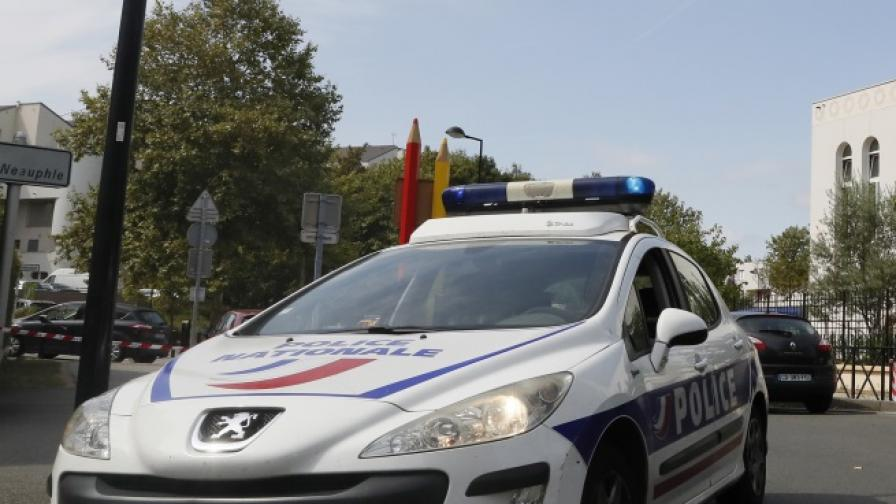 Нападение с нож в Париж, седем души са ранени