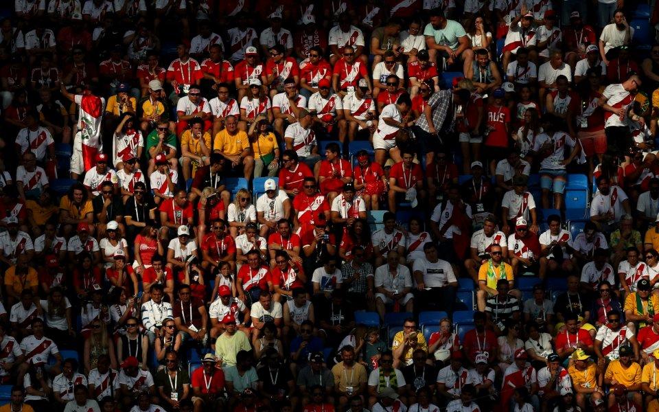 В Перу: Футболни фенове и евангелисти се биха за територия