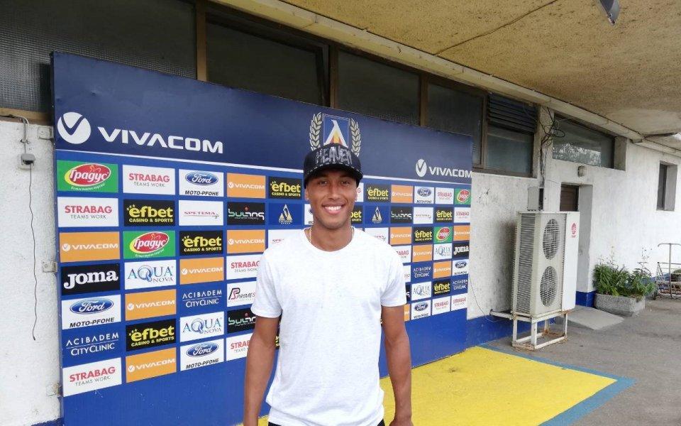 Паулиньо: Радостен съм, че живея в България, мога да играя и централен нападател