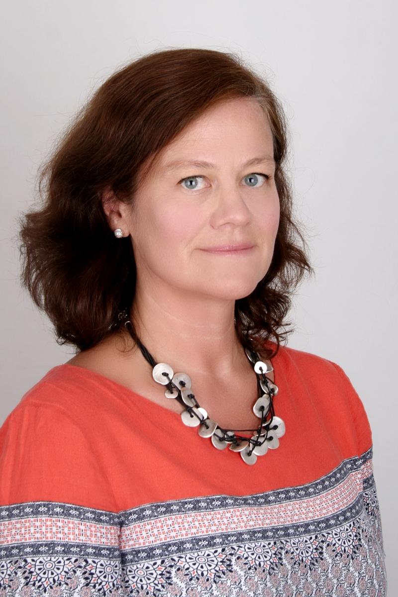 """Десислава Гаврилова е един от основателите на """"Книговище"""" - интернет платформа за ученици от 1 до 10 клас, която цели да повиши читателската и функционалната грамотност сред подрастващите посредством засилена геймификация и електронен читателски дневник."""