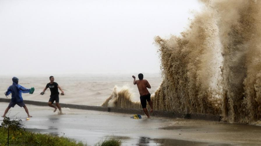 """Мангхут"" удари Филипините и взе жертви"