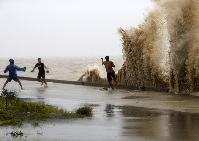 """- Бурята е много по-мощна от """"Флорънс"""" и ветровете в нея достигат невероятните 285 км/ч"""