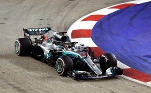 Хамилтън с нова първа позиция, Ферари опита, но не успя