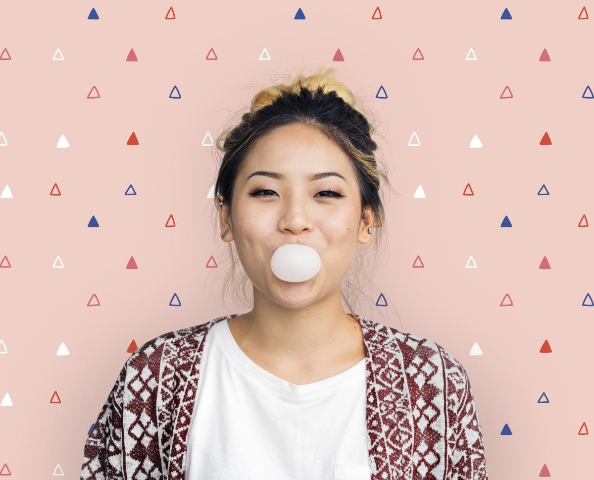 Това може да ви изуми, но дъвечнето на дувка може да задълбочи характерната гънка под долната ви устна.