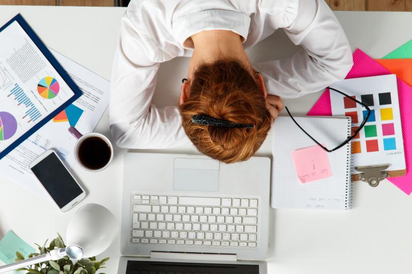 <p>Не я подценявайте и не мислете, че десет минути са прекалено малко. Всъщност са напълно достатъчни, за да се върнете на работното си място по-продуктивни и освежени. И да си свършите работа така, че шефът ви да остане доволен ;)</p>