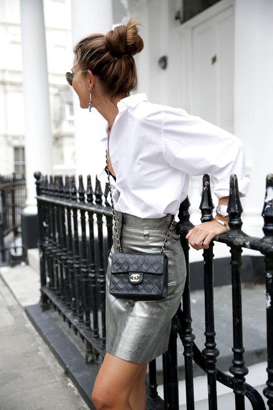Ако искате една ефектна дреха за новия сезон, сякаш дошла от бъдещето, то задължително инвестирайте в сребърната материя. Имаше един момент, в който златото заемаше превес, но сега отново среброто е на мода. Върху костюми, рокли или връхни дрехи - класическо бяло сребро, старо тъмно сребро и сребро с холограмни отблясъци - тази дреха ще ви открои в тълпата.