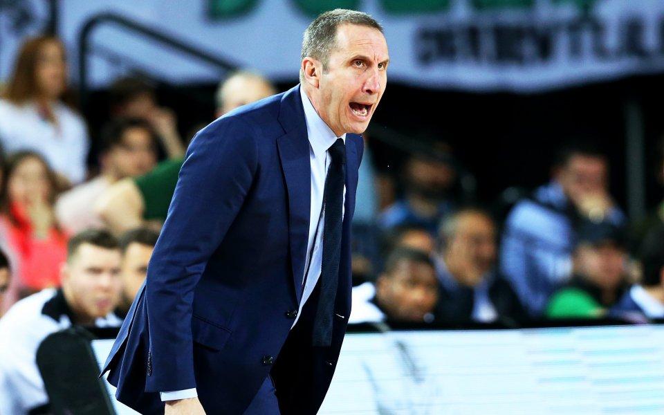 Треньорът на Везенков се изправя срещу сина си в Крит