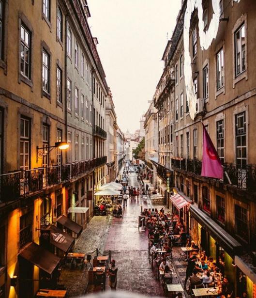 Снимките говорят сами по себе си. Фактите също. В последно време Португалия е една от най-посещаваните дестинации. По данни на Ройтерс през 2017 г. страната е отчела бум на чужестранните туристи. През същата година става водеща дестинация на наградите World Travel Awards.