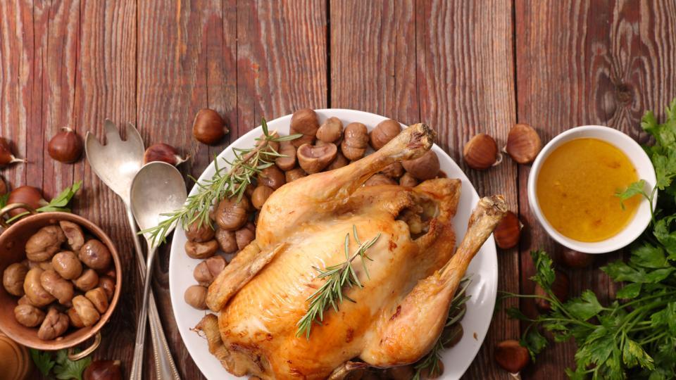 Пиле с орехов сос