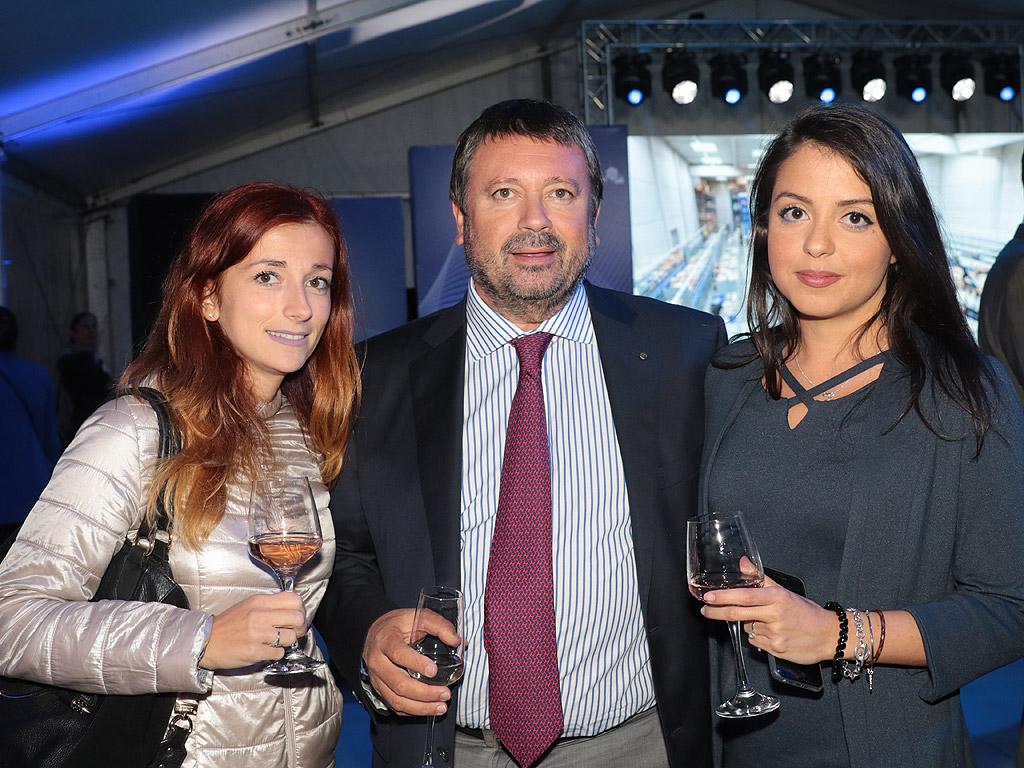 След 25 години успешен бизнес в България, DB Schenker- водещият глобален доставчик на логистични услуги, отбелязва значителен растеж в оборота си през 2017-та с 9,3%, което затвърждава водещата роля на компанията в страната. DB Schenker предлага на българския пазар пълния спектър от интегрирани логистични решения и широк набор от услуги, за всички видове транспорт.