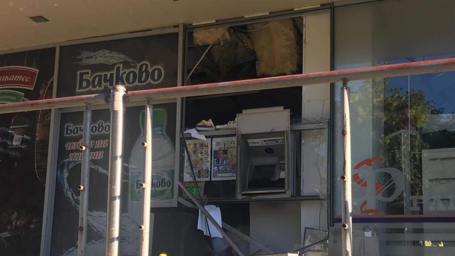 Задържаха чужденци за взривения банкомат