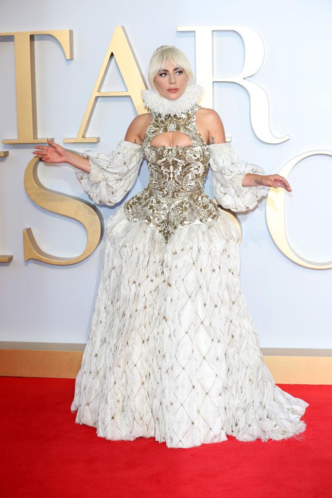 Лейди Гага не пуска случайни хора в спалнята си. Според нея да си легнеш с мъж, който не те уважава и няма сериозни намерения, означава той да ти отнеме креативността. Това ще доведе до загуба на слава, нови песни и пари.