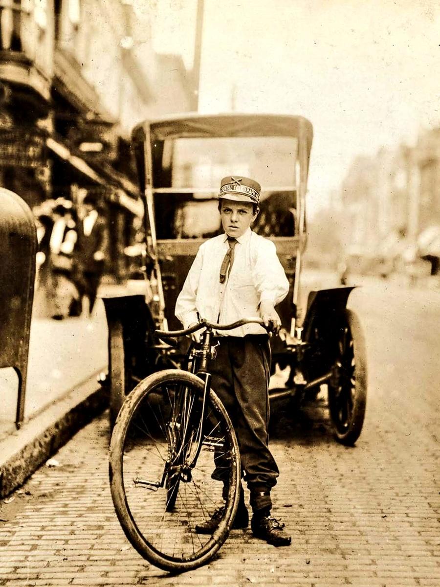 1908 г.: Харви Бюканън, 14 г., работи всеки ден от 07:00 ч. до 18:00 ч. Посещава публични домове, пуши. Седмично заплащане - 4 долара.