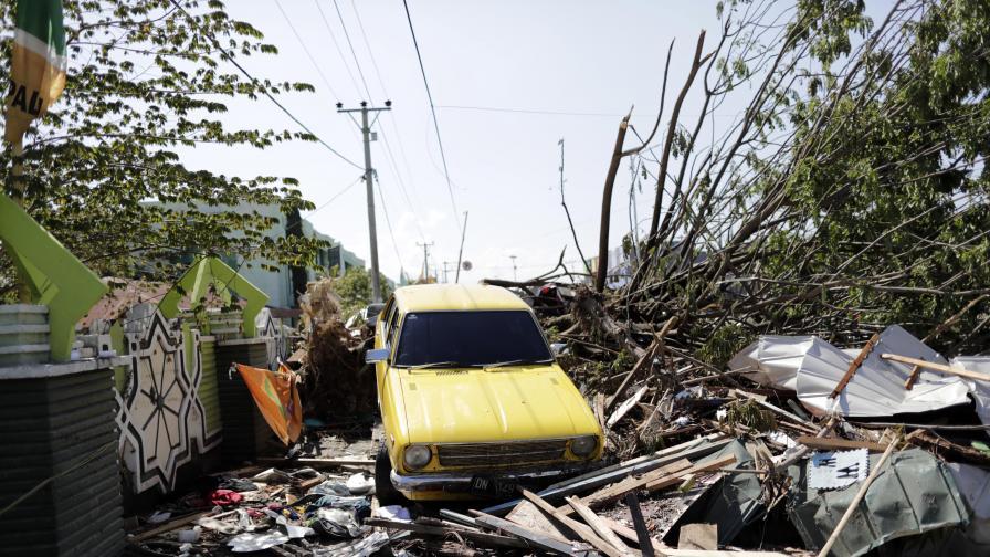 <p>Ужасът в Индонезия расте, повече от 830 жертви</p>