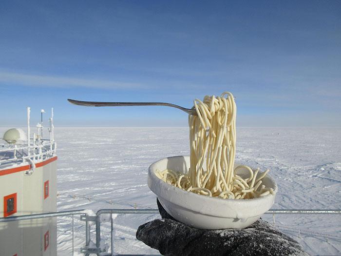 Понякога студът е достатъчен, за да създаде илюзията за липсваща гравитация.