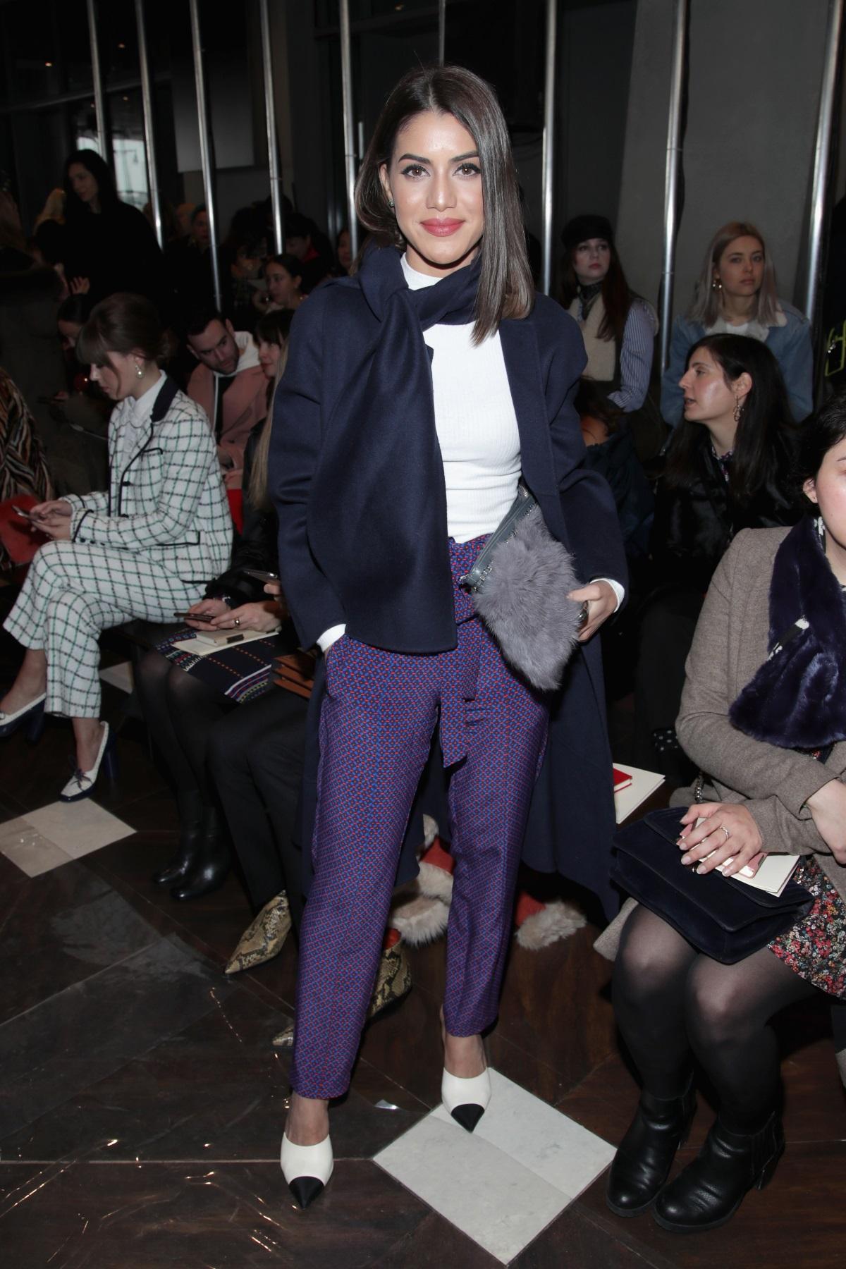 Блогърката и моден инфлуенсър Камила Коелю направи своя зашеметяващ дебют на кинофестивала в Кан през май тази година, като се появи с рокля за над 1 милион долара. Това обаче не е единственият път, когато пристрастеното към мода момиче прави впечатление с избора си на дрехи. Нейният стил е комбинация от цветове, материи, кройки, понякога дори нестандартни комбинации.
