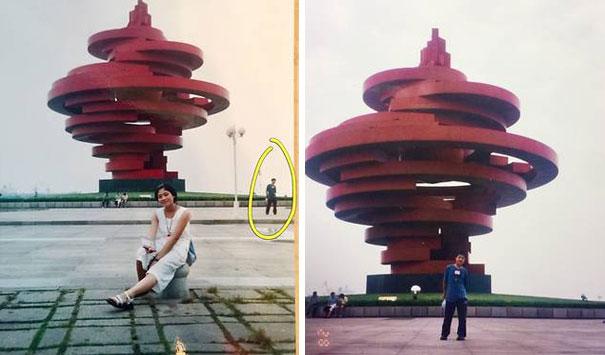 Съпрузи от Китай разбират, че са били на едно и също място по едно и също време като тийнейджъри. Нещо повече бъдещият съпруг на жената дори присъства на снимката ѝ, направена тогава.
