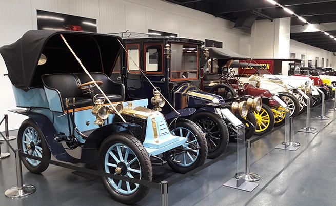 След т. нар. каросерия voiturette на мода са автомобилите, които са създадени (и приличат) на базата на карети и файтони.