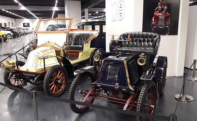Автомобилът на преден план е вторият, който Луи Рено създава след Type A voiturette.