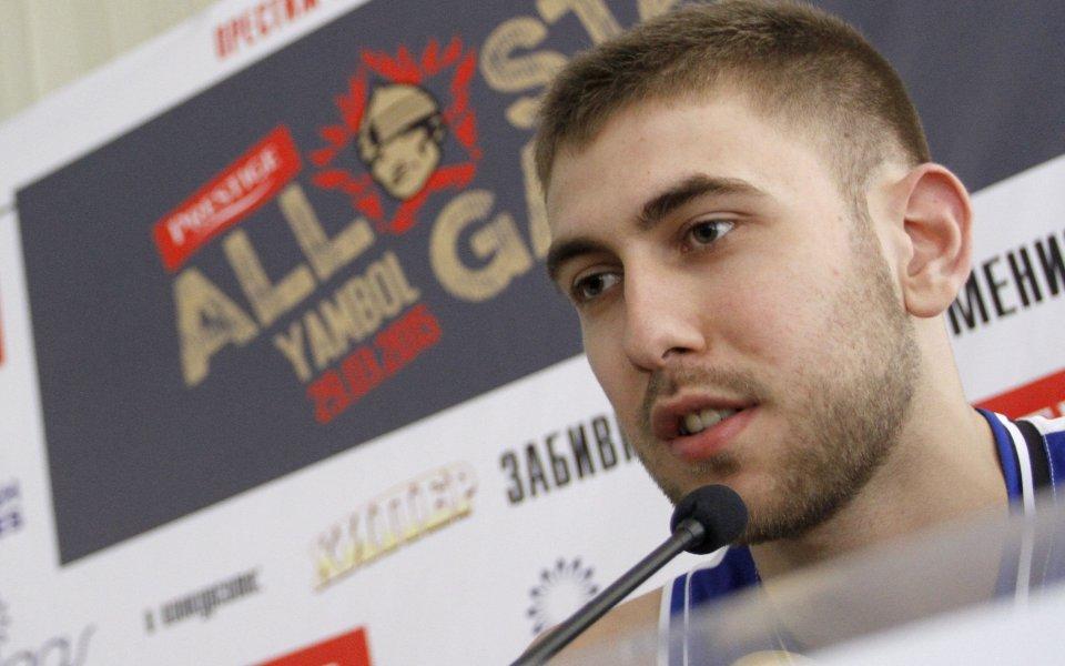 Алекс Симеонов дебютира с поражение в първенството на Исландия