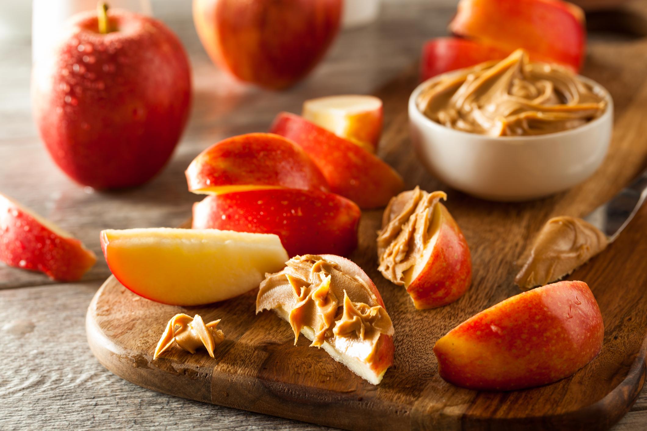 Фъстъчено масло и ябълка