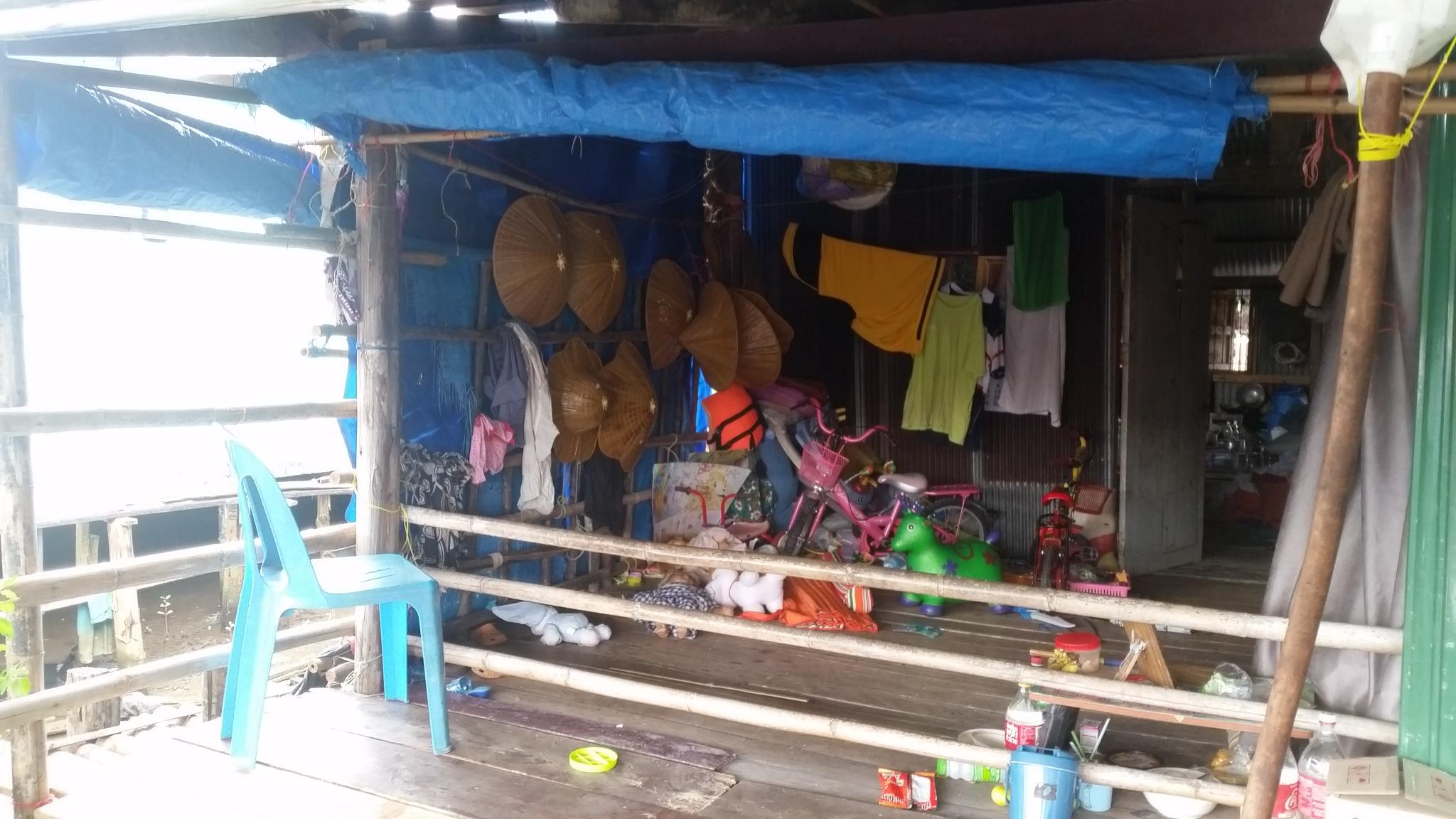 Бан Нам Чиао се намира на източното крайбрежие на Тайланд, в област Трат.