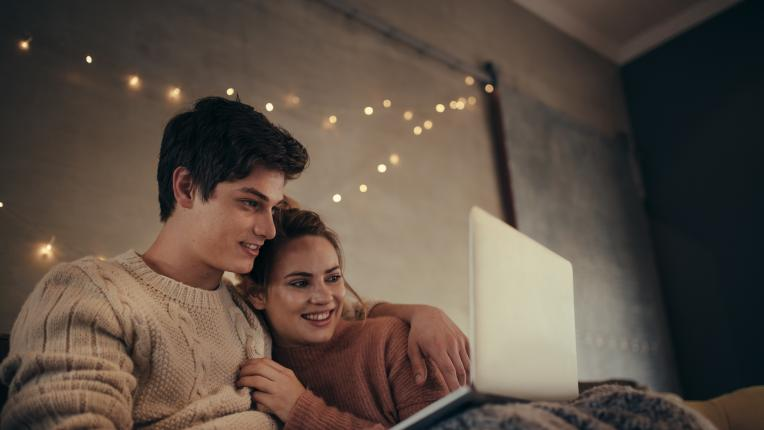ТЕСТ: Избери си идеалната уютна вечер и разбери какво есенно вълшебство те очаква