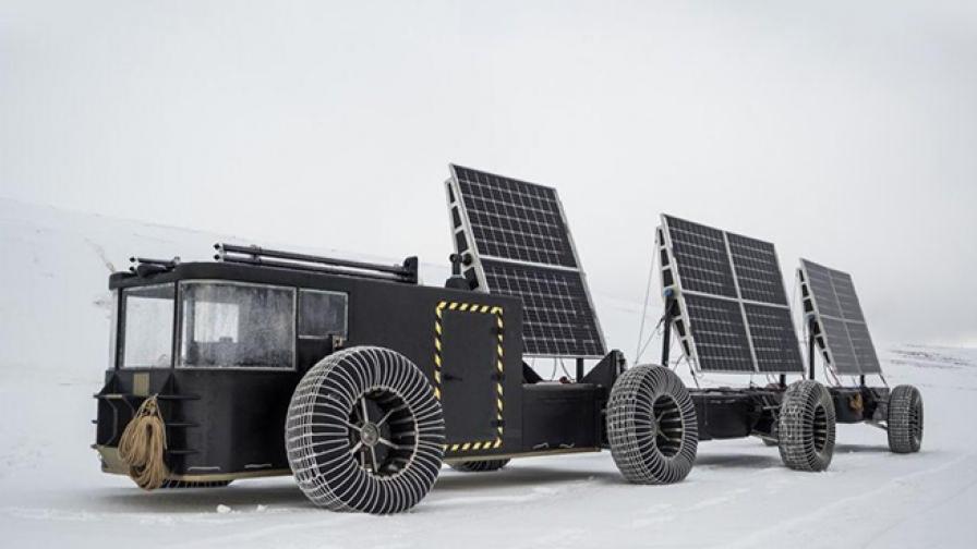По стъпките на Амундсен, но с помощта на слънчеви панели и пластмаса