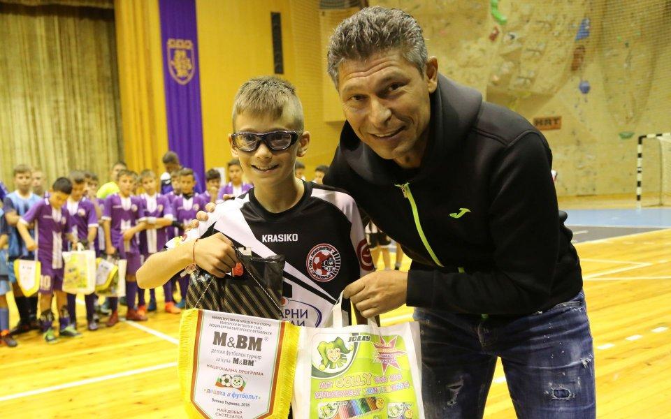 Балъков и Илиян Киряков наградиха деца