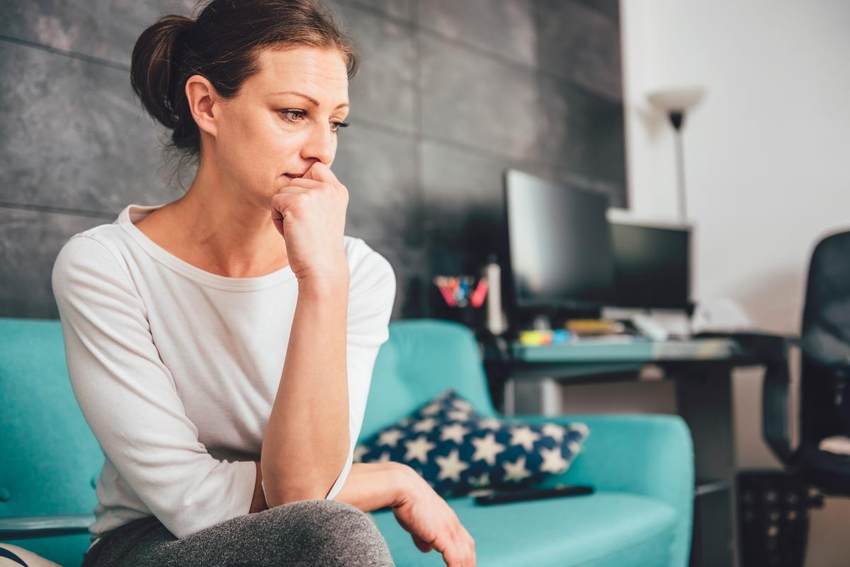 Увеличава се чувството за тревожност. След ваканциите и отпуските, както и със скъсяването на деня, тялото ни започва да произвежда по-малко домамин - хормонът на щастието.