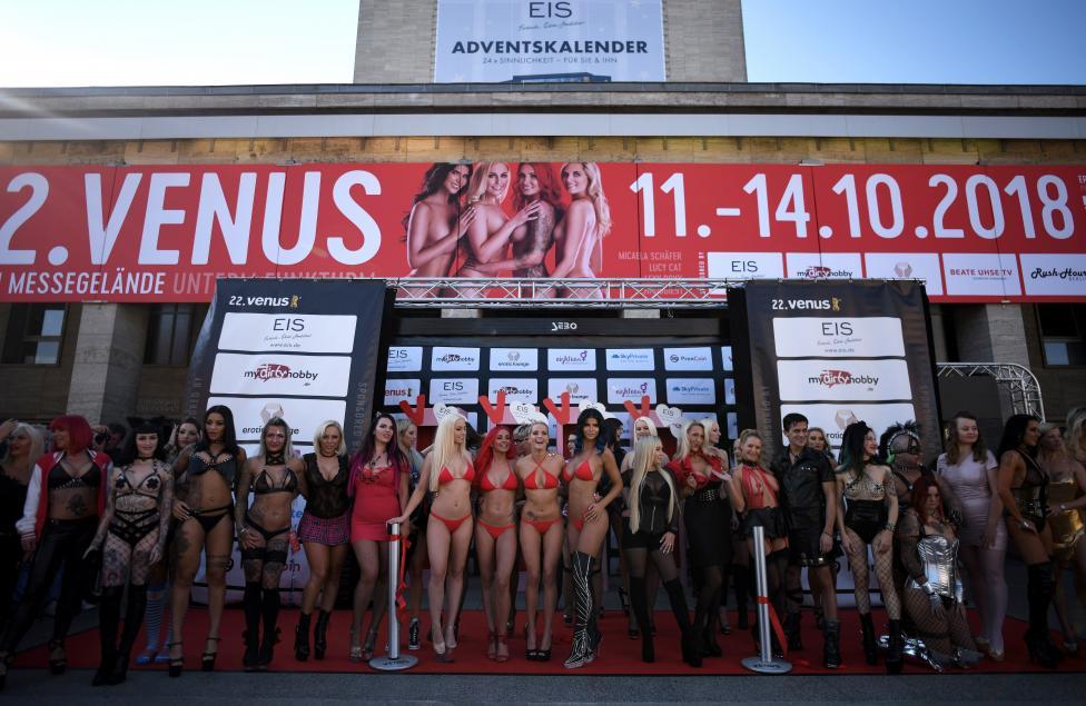 """- Откриването на Еротичния панаир """"Венера"""" в Берлин, Германия. """"Венера"""" Берлин е сред най-големите международни еротични панаири с над 250..."""