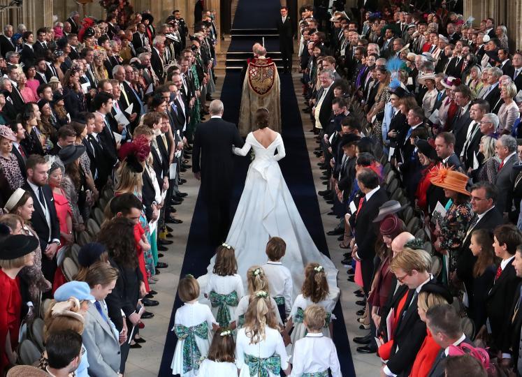 <p>Внучката на кралица Елизабет II Юджини се омъжи за дългогодишния си приятел Джак Брууксбанк.</p>