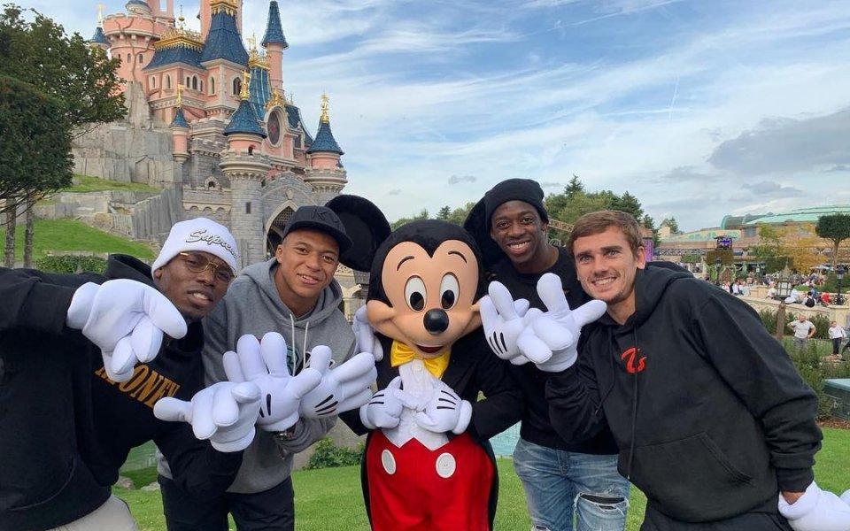 По детски: Погба, Мбапе и Гризман се забавляват в Дисниленд