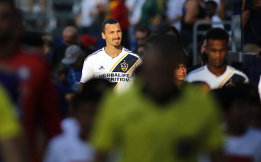 Ибрахимович изненада футболистите-герои от Тайланд