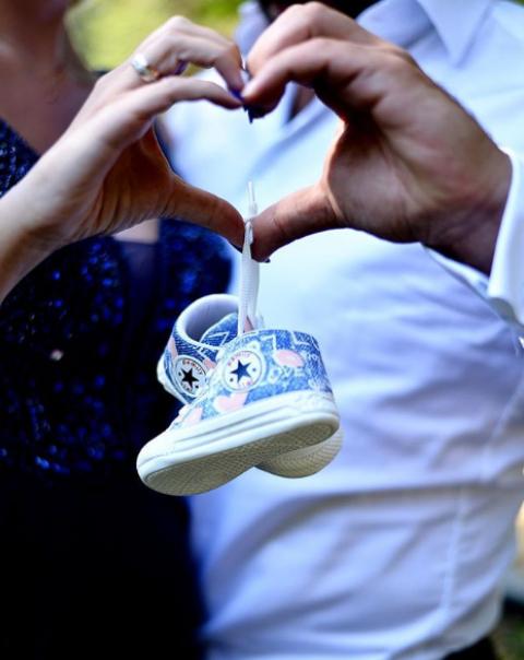 """""""Мис България 2009 г."""" Антония Петрова-Батинкова очаква син. Новината съобщи самата тя със снимка в социалните мрежи. Това ще е първото дете за Антония и съпруга ѝ Ивайло Батинков."""