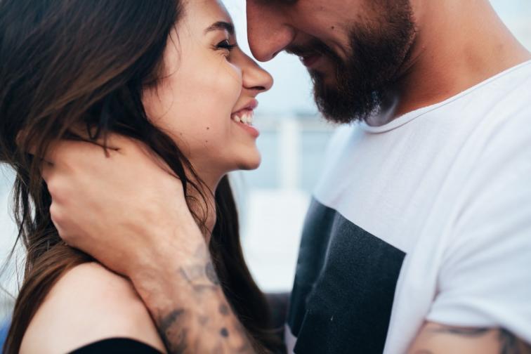 жена смях чар амбициозна влюбена любов връзка двойка