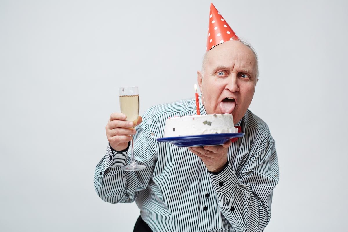 Фред, на 84 години казва, че колкото повече секс правиш в по-ранна възраст, толкова по-скучен ти става след това. Неговият съвет към младите е да изчакат и по този начин да разпалят желанието си един към друг колкото се може повече.