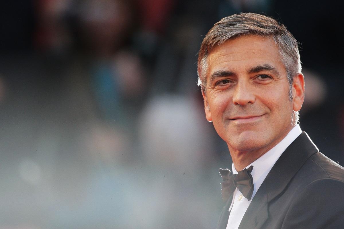 Още по-секси с посивяла коса, Джордж Клуни хвърли истинска бомба, когато мина под венчилото през 2014 г. Жената, която успя да плени вечния ерген, е адвокатката Амал Клуни.
