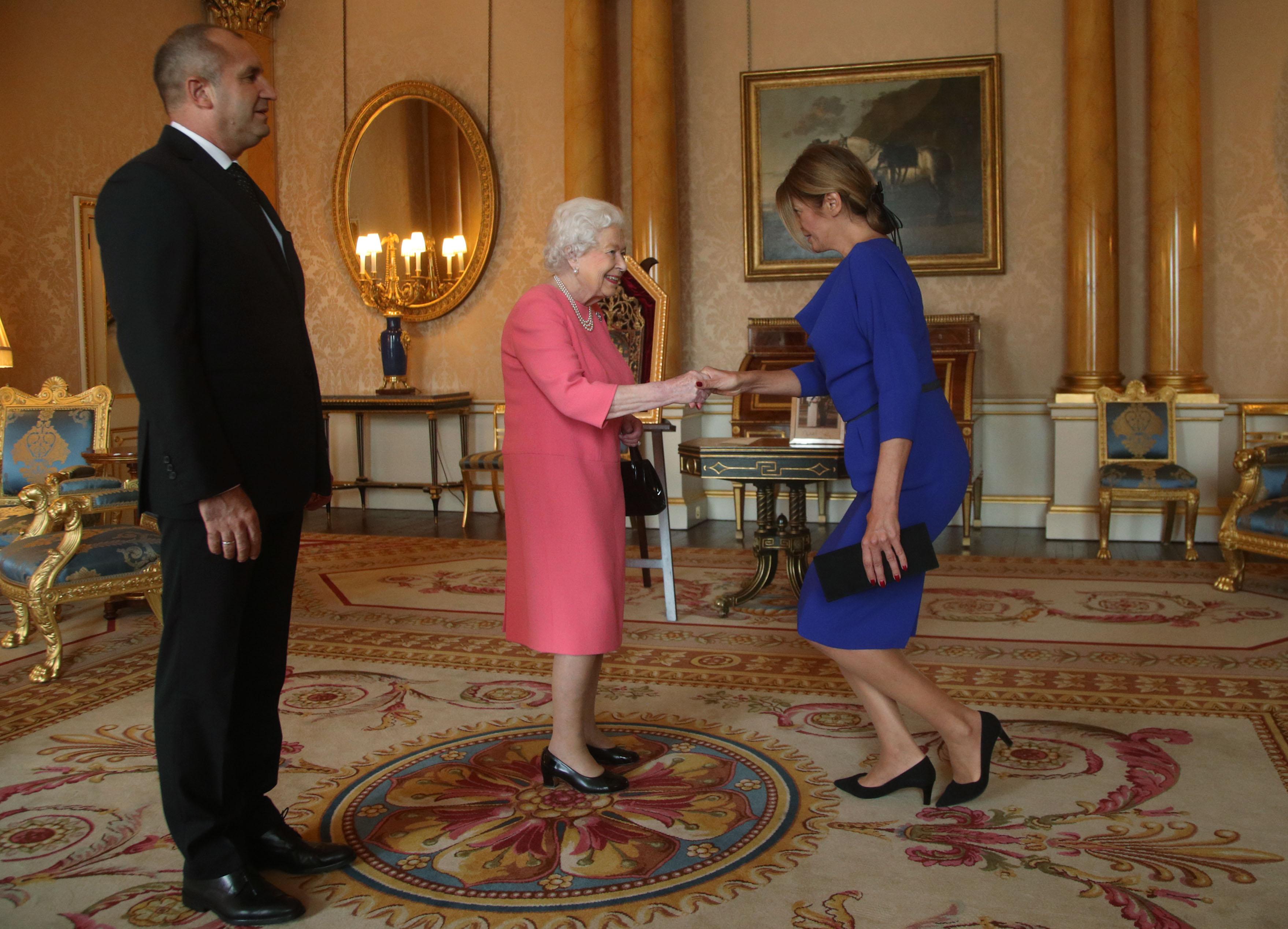 На посещение при британската кралица.