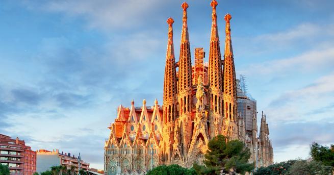 """Базиликата """"Саграда Фамилия"""" в Барселона, един от най-известните и посещавани"""