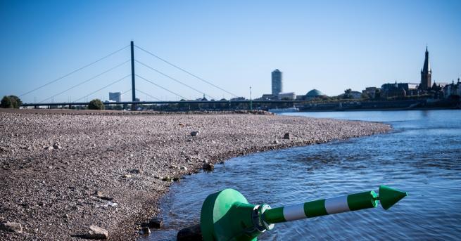 Месеците на суша в Германия доведоха нивото на река Рейн