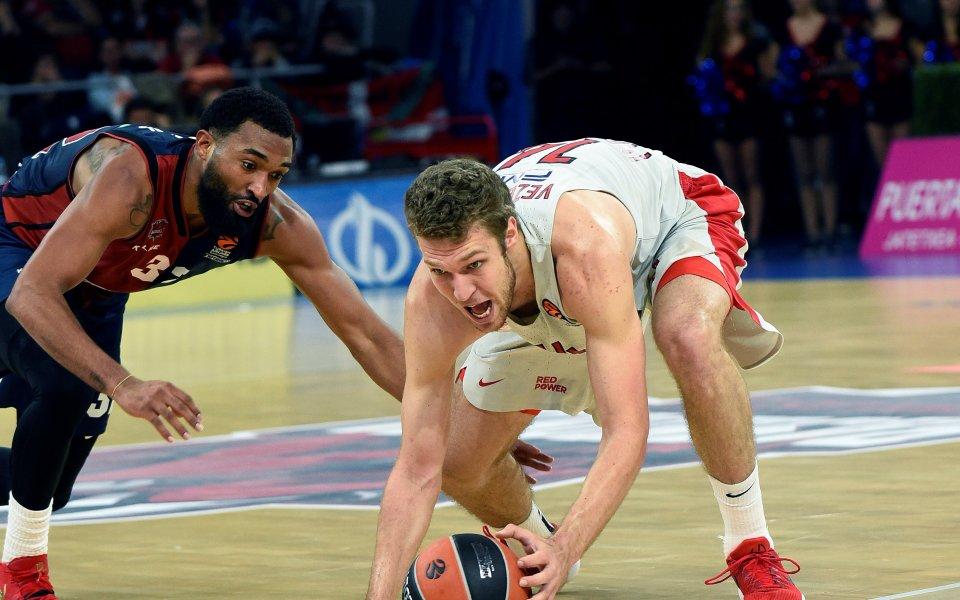 Везенков с 12 точки, Олимпиакос допусна първа загуба в Евролигата