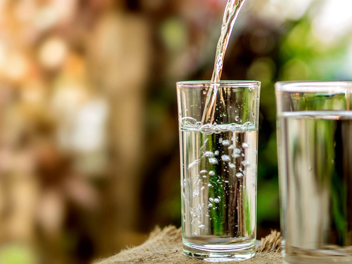 Водна диета<br /> Тази стратегия за самоизмъчване представлява точно това, което може би си представяте – преживяване само на вода.<br /> За човек в добро физическо здраве прилагането ѝ в продължение на няколко дни не би било пагубно, но със сигурност не е правилната стратегия за отслабване.<br /> След няколко дни само на вода човек би бил толкова гладен, че веднага щом започне да се храни, ще си навакса изгубеното.